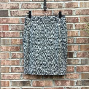 The limited patterned black & white pencil skirt
